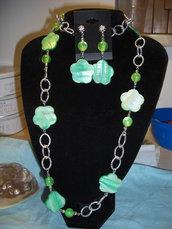 Parure fiori di madreperla e perle acriliche-verde