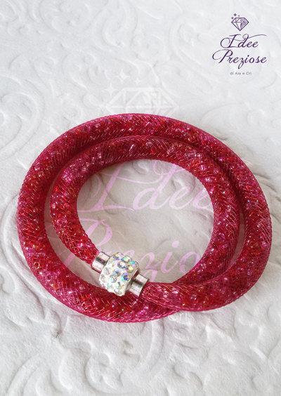 Bracciale doppio giro con rete tubolare e perline color bordeaux.