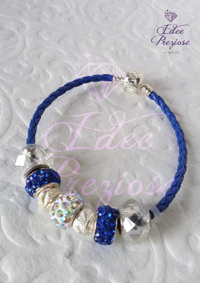 Bracciale in cordoncino colorato con perle blu