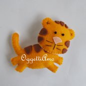 Tigre in feltro come bomboniera o gadget per una festa di compleanno a tema circo, zoo o animali della jungla: calamita, spilla o portachiavi?