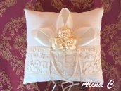 Cuscino portafedi Boccioli in lino, pizzo, raso, perle, color avorio, sposa, matrimonio,cerimonia
