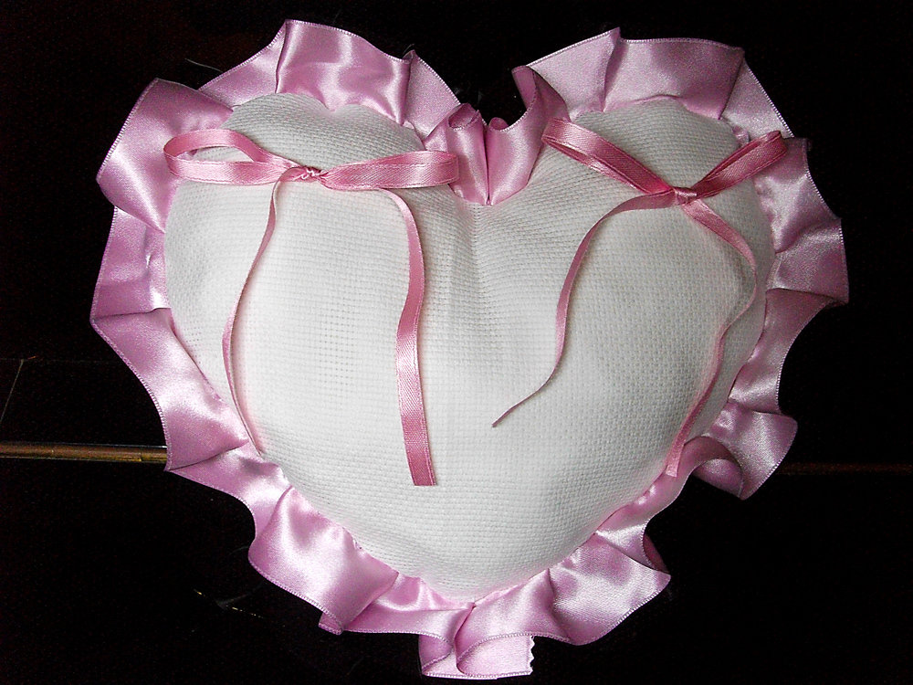 Cuscino fedi cuore cuscinetto portafedi volant raso da ricamare tela aida matrimonio