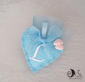 Bomboniera battesimo per bimbo portaconfetti cuore in tessuto piedini e lettera personalizzabile