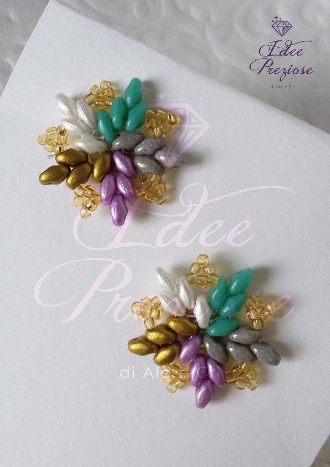 orecchini 'a girandola' in tessitura di perline