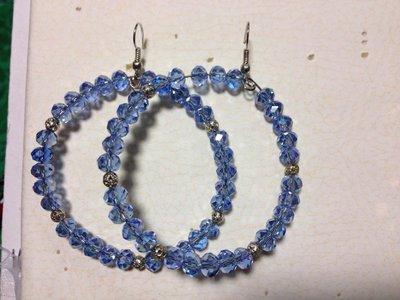 Orecchini con pietre azzurre