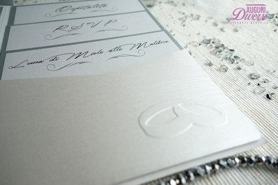 9b131fc5f127 Colore Argento Partecipazione di matrimonio in elegante carta metallizzata  EFFETTO SETA. Colore Argento