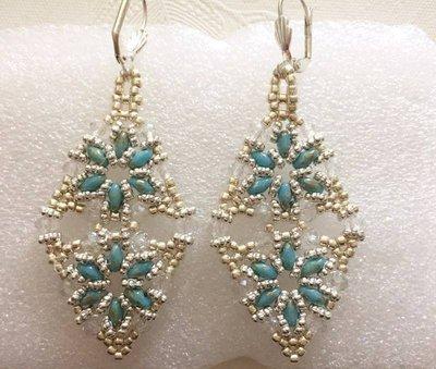 orecchini rombo color argento e blu/turchese