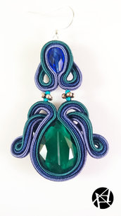Orecchini pendendi eleganti in soutache con pietra verde fatti a mano - MARINE