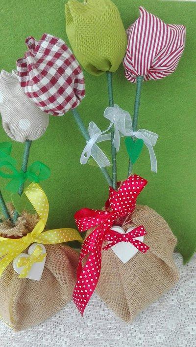 tulipani in stoffa e fiori in feltro
