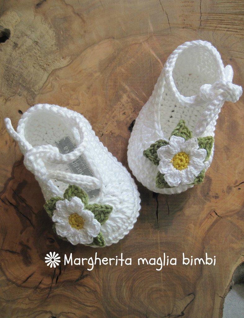 Scarpine Neonata Uncinetto Puro Cotone Bianco Con Margherita