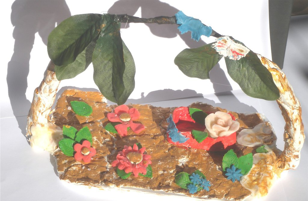 Ornamento in ceramica fredda