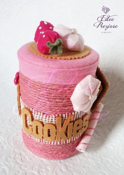 Barattolo in metallo porta biscotti ricoperto in corda rosa e feltro