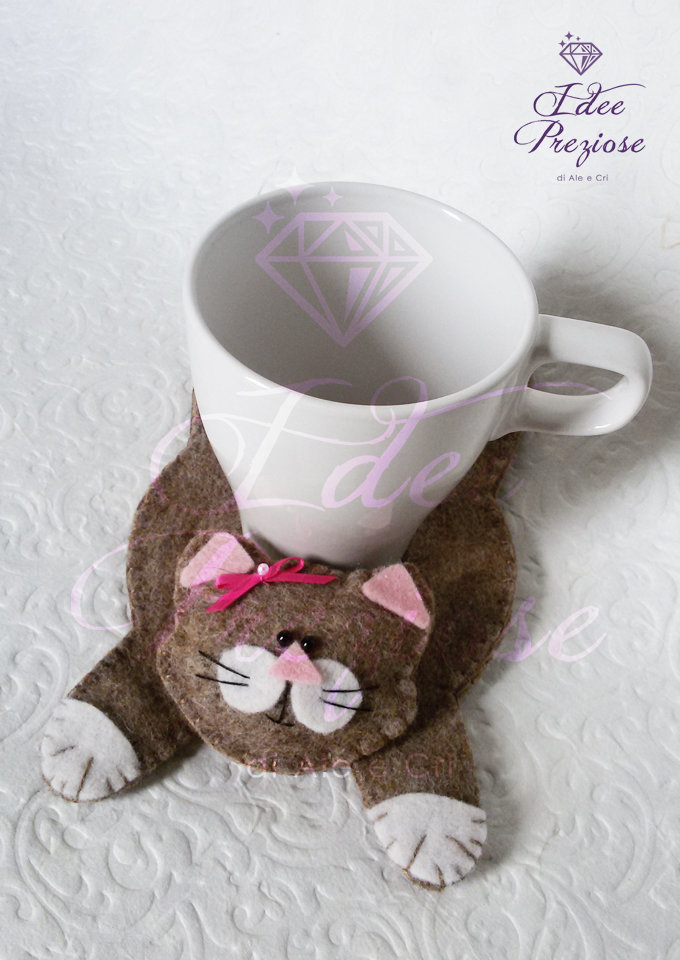 Sotto tazza in feltro con sagoma gatto