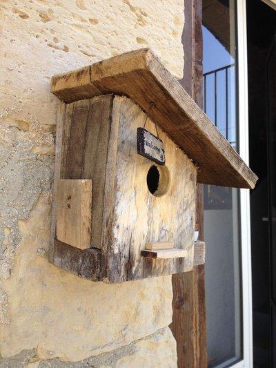 Casetta per uccelli in legno welcome per la casa e - Oggetti in legno per la casa ...