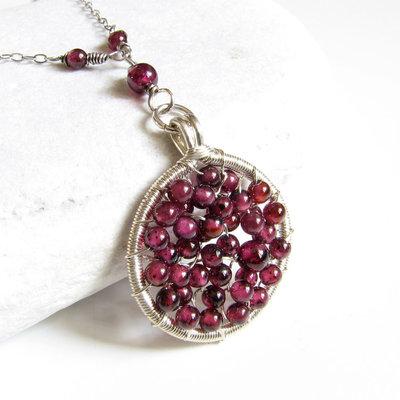 Collana in argento con granato rosso Ciondolo a cerchio Ciondolo rosso Pietra natale di gennaio