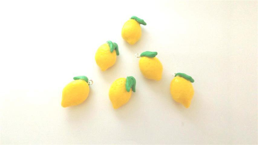NOVITA - FIMO - kawaii- estate - UN CIONDOLO CHARMS - LIMONI