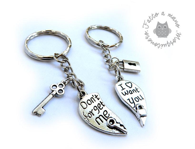 Portachiavi per la coppia cuore spezzato in argento tibetano chiave e lucchetto
