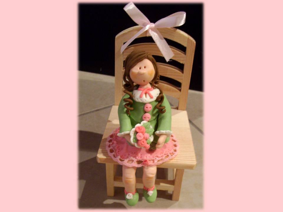 Bambolina artistica seduta