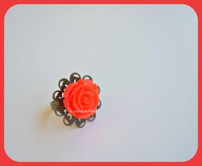 Anello con rosa rossa e filigrana bronzo.