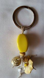 Portachiavi con ciondoli vari sulle tonalità del giallo