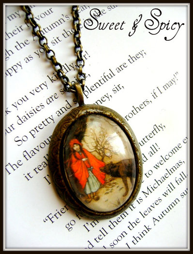 LITTLE RED RIDING HOOD RESIN CAMEO NECKLACE-COLLANA CAPPUCCETTO ROSSO IN RESINA