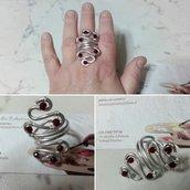 Anello in wire con cristalli rubino