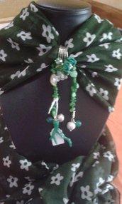 foulard verde  con fiorellini bianchi
