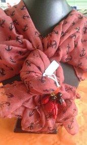 foulard rosso con ancore