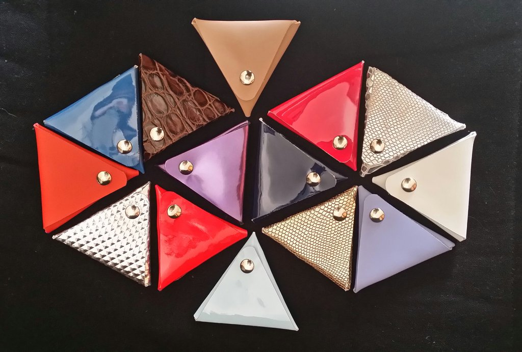 Portamonete o portarosario triangolare in pelle