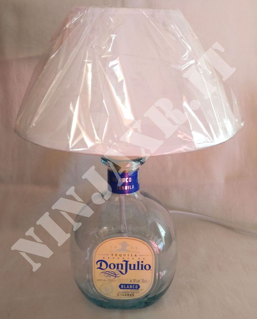 Lampada arredo da tavolo bottiglia vuota Tequila Don Julio riuso riciclo creativo idea regalo