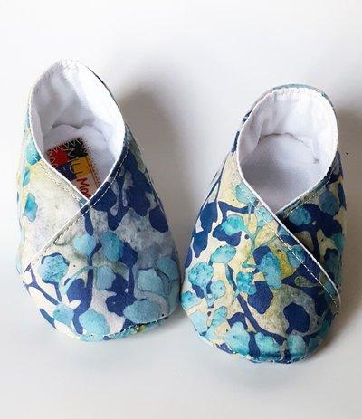 scarpine bebè fantasia nei toni azzurro polvere