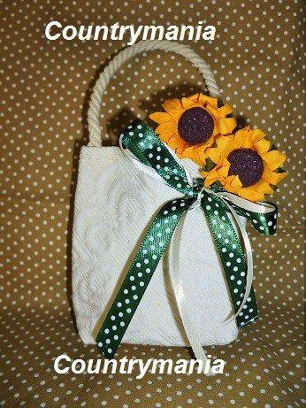Bomboniera sarda con disegno del giglio a forma di borsetta
