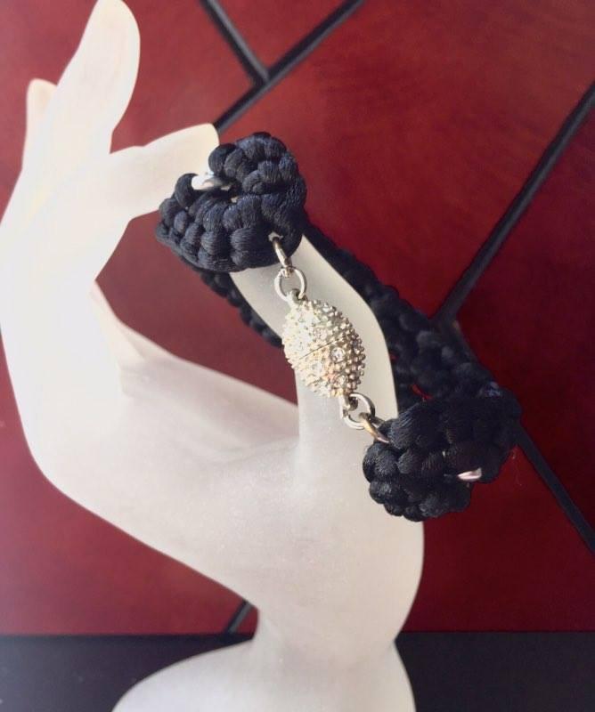 bracciale fettuccia nero e catena