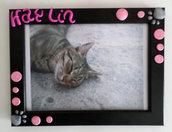 cornice nera 13x18 da tavolo o parete personalizzata con nome cucciolo in fimo rosa e zampine grigie