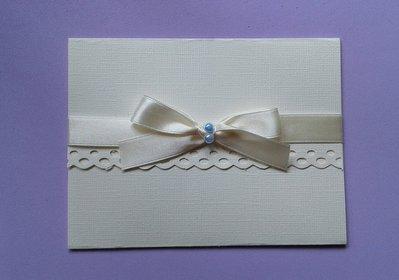 Partecipazione nozze in cartoncino color avorio con nastro di raso