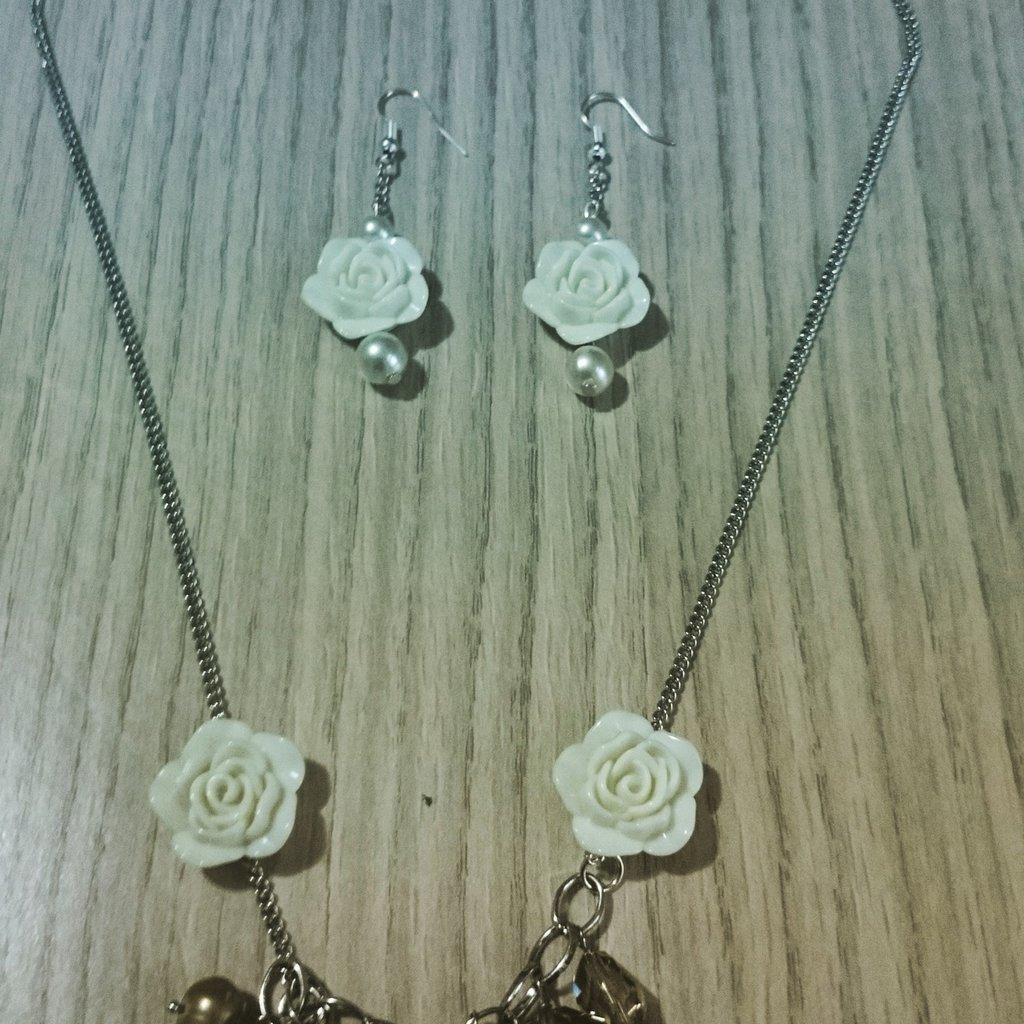 Collana e orecchini fiore 🌸