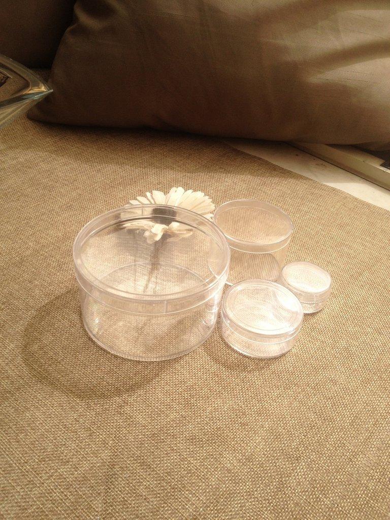 contenitori in plastica per cosmetici o bigiotteria