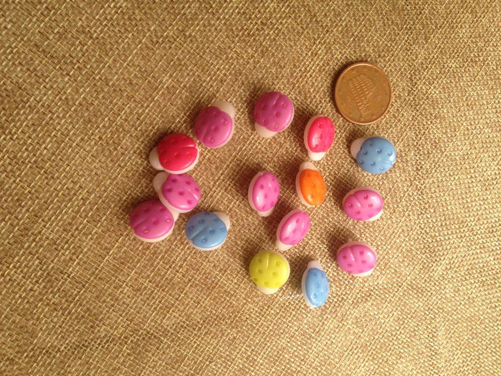 lotto bottoncini in plastica, cocinelle,palloni,mele