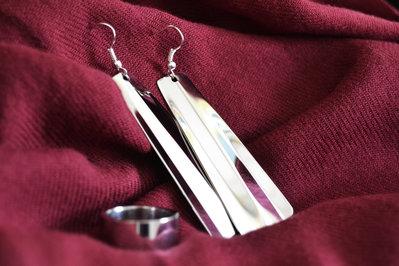 Coppia di orecchini a scelta + anello in acciaio Inox