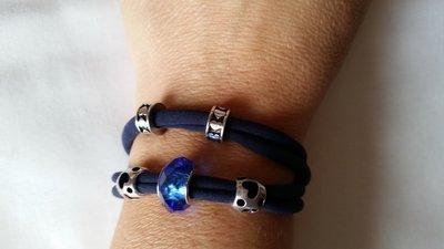 Braccialetto in fettuccia elastica con perle a foro largo - tonalità blu