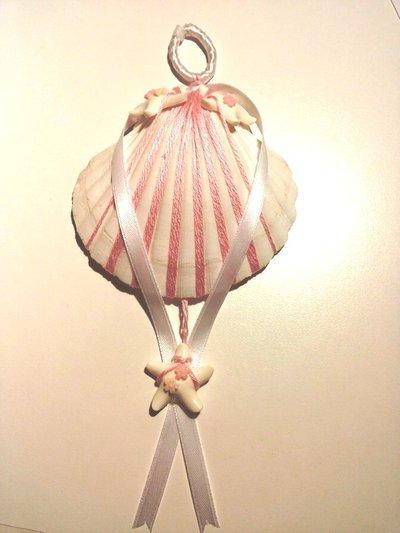 Fiocco nascita bambina decorazione da parete conchiglia bianca decorata con filato di cotone nastro in seta e piccole stelle marine