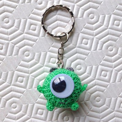Portachiavi con Mike Wazowski amigurumi di Monsters and co, fatto a mano all'uncinetto