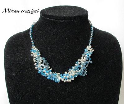 Collana crochet con perline blu e argento
