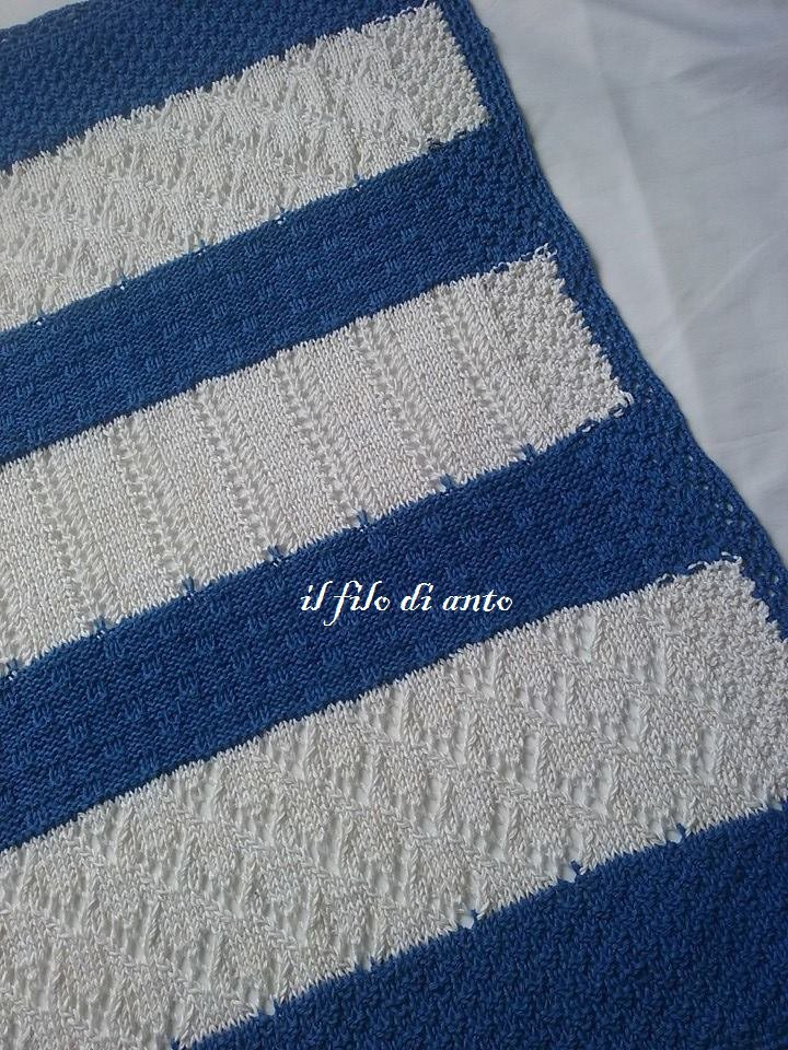 Copertina in cotone bianco e azzurro