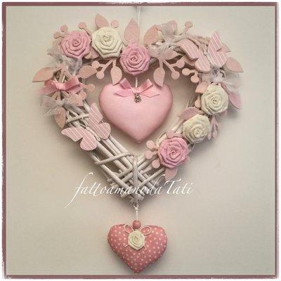 INSERZIONE RISERVATA PER ILENIA Cuore in vimini con roselline,farfalle e due cuori x Ginevra