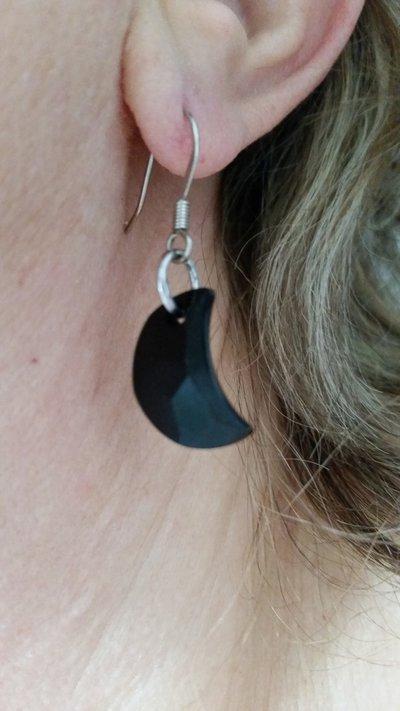 Orecchini pendenti con cristallo sw a forma di mezzaluna color jet (nero)