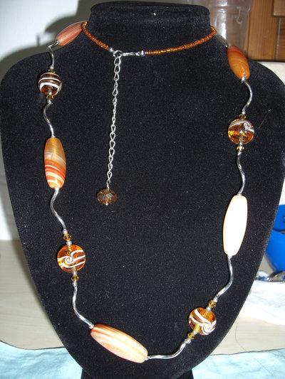 Collana lunga con pietre di vetro tipo murano