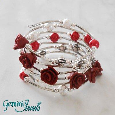Bracciale armonico con roselline in fimo rosso bordeaux