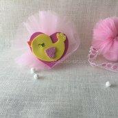 Pulcino in gomma crepla giallo e rosa  su cuore in rosa