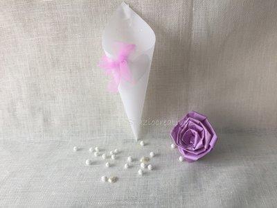 Coni portariso o confetti in carta pergamena operata con fiocco di tulle glicine